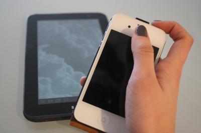 Hoffnungsträger der Branche: Smartphones und Tablets. (Foto: Cristine Litz/pixelio.de)