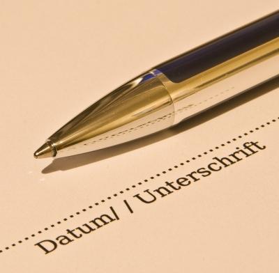Eine GEMA-Lizenz bedeutet meistens neben Kosten viel Vertragswerk und einigen Aufwand. Doch es gibt Alternativen. (Thorben Wengert / pixelio.de)